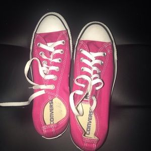 Pink low converse